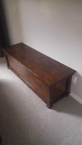 Reclaimed wood blanket box