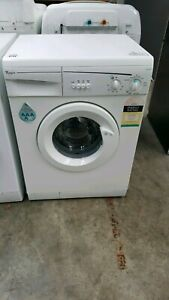 Whirlpool 5.5kg washer front loader on special