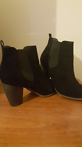Woman's 9 heels and ankle boots Geelong Geelong City Preview