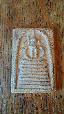 ANTIQUE / VINTAGE BUDDHIST CLAY SHRINE FIGURE AMULET WITH BACK INSERT RELIC