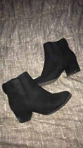 6 1/2 size black boots