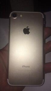 Apple iPhone 7 32gb Gold unlocked ~ **pls read ad*