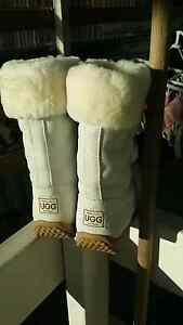 Ugg boot wool inside Hampton Park Casey Area Preview