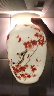 Beautiful Chinese Porceline Vase . Signed w/stamp