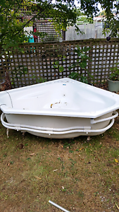 Spa bath in floor or free standing Somerset Waratah Area Preview