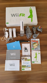 WII GAME CONSUL WITH WII FIT STEP...FRANKSTON