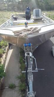 Fishing boat with 25hp Mercury motor