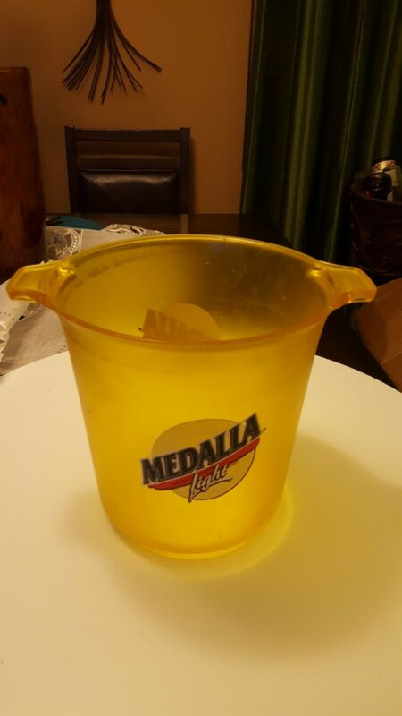 Puerto Rico Vintage Cerveza Medalla Light Beer Ice Buquet rare and hard to find!
