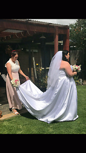 Plus sized Wedding Dress and Veil Norlane Geelong City Preview