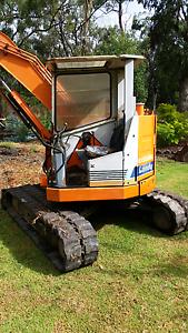 Hitachi 5 ton excavator Leongatha South Gippsland Preview