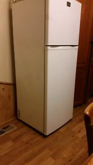 Kelvinator Fridge/freezer 268L