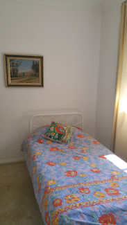 Homestay; Close to train bus shops. Quiet Safe location.