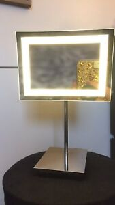 Light up magnification mirror