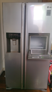 567 Litre LG Ice and Water side-by-side fridge