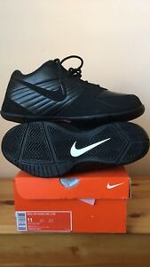 Nike Air Baseline Low Size 11 - Basketball
