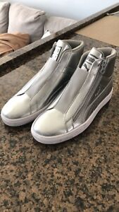 Puma sneakers. Size 6 new
