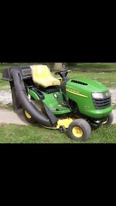 JOHN DEERE L110 Lawn Tractor With Twin Bagger.