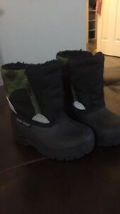 winter boots size 6T