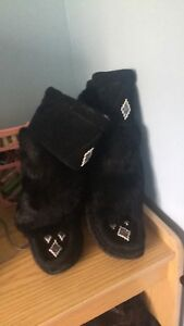 Moccasins slippers size:5/
