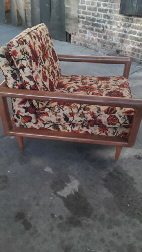 A Rare Gorgeous Pair of Drexel Mid Century Modern Very Comfortable Lounge Chairs