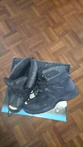 Snow boots... Never been worn