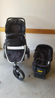 Pram and capsule exchangeable