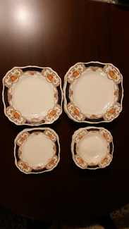Royal Edward - J & G meakin Dinner Set