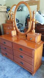 LARGE SOLID TIMBER CHEST OF DRAWERS /DUCHESS WITH REMOVABLE MIRROR G.C