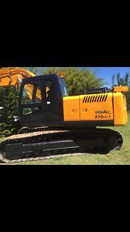 210lc-7 Hyundai excavator 2660 hrs