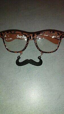 Sonnenbrille Gag Braun Mit Schwarzen Schnurrbart