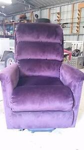 LA-Z-BOY Luxury Lift Chair Regency Downs Lockyer Valley Preview