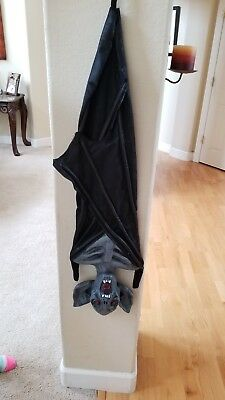 upside down hanging bat  halloween prop - Halloween Upside Down Bats