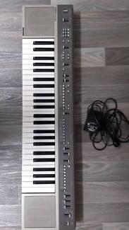 Retro 90s synth: Yamaha portatone keyboard