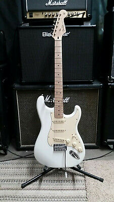 Fender/Squier Stratocaster w/ upgrades! Excellent Condition w/ gig bag!