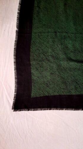 Superbe  foulard  châle louis vuitton, scarf  shawl  louis vuitton