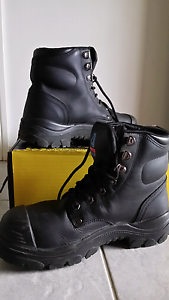 STEEL BLUE STEELCAP BOOTS size 5 Helensvale Gold Coast North Preview