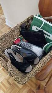 A LIQUIDÉ ... Belle petite sacoche Roots ,chaussures en cuir. West Island Greater Montréal image 2