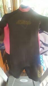Wetsuit womens small Ocean Curves Mooloolah Valley Caloundra Area Preview