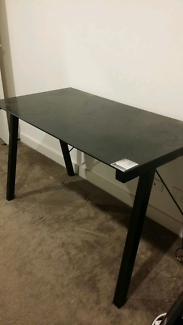 Freedom black office desk (free - pick up 15/12 only)