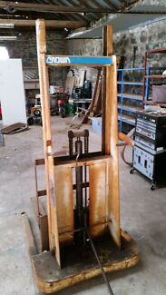 Crown lift truck, trolley jack/forklift Craigieburn Hume Area Preview