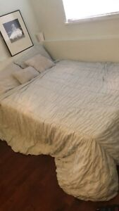Double bed and bedframe