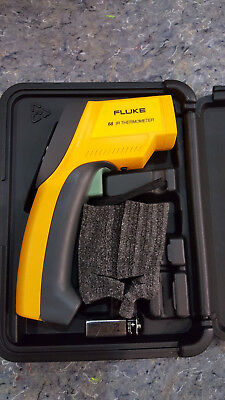 Fluke 68 Ir Handheld Thermometer Infraredcontact With Lcd Display Case
