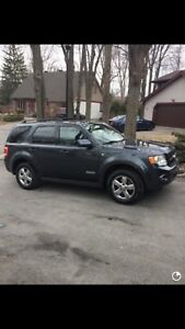FORD ESCAPE 4x4 CUIR SUNROOF HITCH AWD PROPRE 5500$