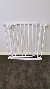 Baby Safety Gate Aberglasslyn Maitland Area Preview