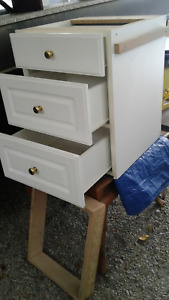 Column of 3 drawers