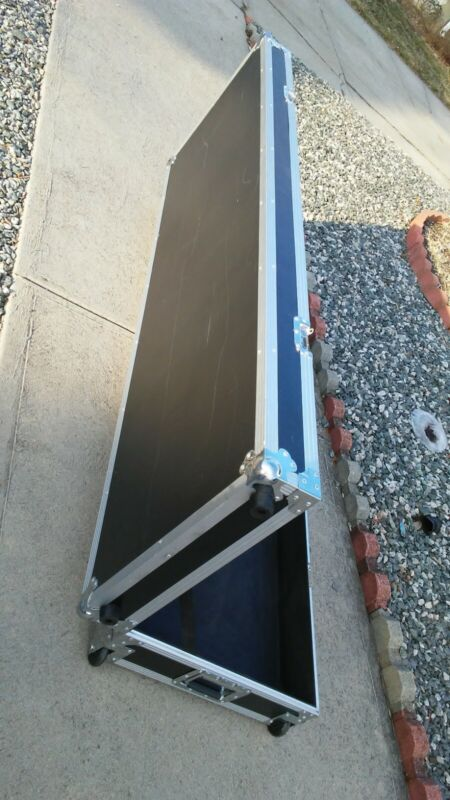 """Road Runner LARGE 70"""" long  Keyboard Flight Case with Casters- USED  pick up"""