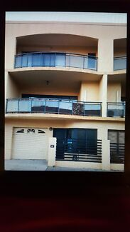 3-LEVEL TOWNHOUSE 2KM FROM PERTH FOR RENT AT $550 PER WEEK