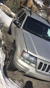 Selling 2004 Jeep Grand Cherokee Laredo!!