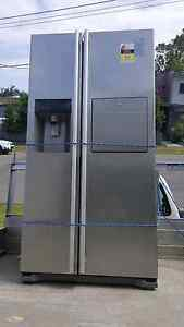 LG  520 litre Ice makerside by side fridge/ freezer $390 Lota Brisbane South East Preview
