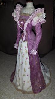 Lady statue in long dress